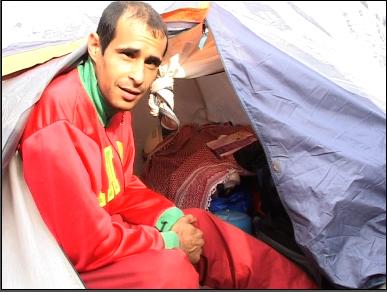 Liviu Gscon s'est aménagé une tente devant les barraques des autres Roms