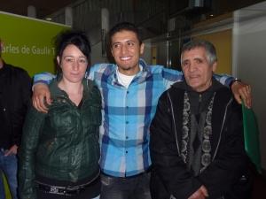 Mohamed, en compagnie de sa petite amie Sophie et de son père, Houssine